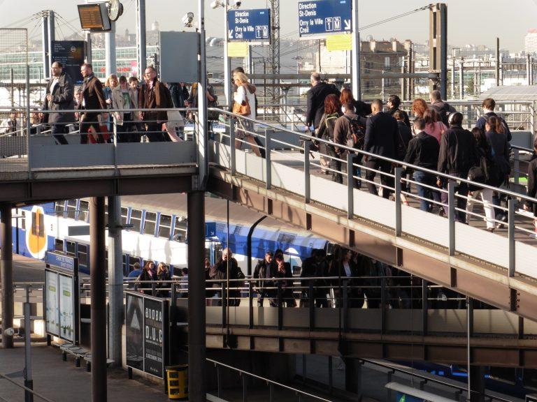 CDG Express VS. RER B – Le gouvernement favorise le train des riches contre le train du quotidien !